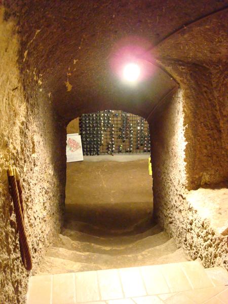 la cantina dell'Hostaria Terrazza Aldobrandeschi, scavata nel tufo
