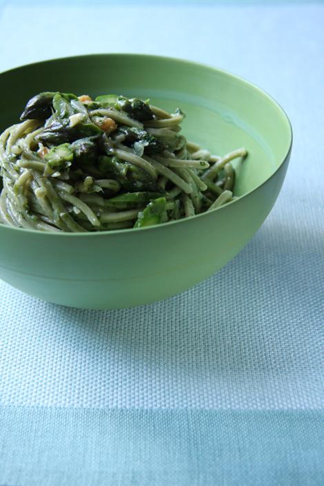© Taglierini verdi agli asparagi e noci