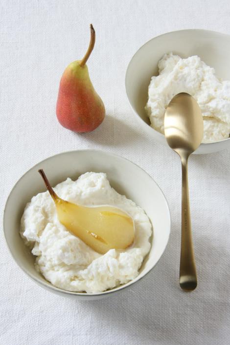 © Crema alla ricotta e cioccolato bianco con perine