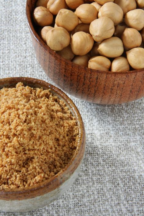 © nocciole tostate e farina di nocciole tostate dell'Az. Agr. Gianoglio Emanuela