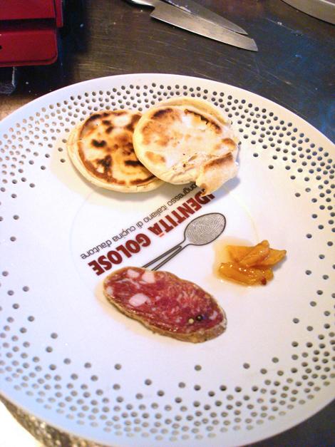 © Il piatto di Identità Golose con le tigelle di Massimo Bottura