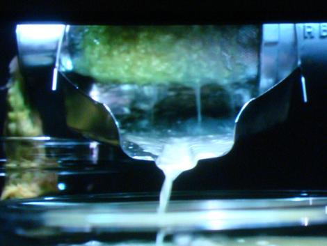 © Estrazione dell'acqua di porri per la ricetta dei Superspaghettini ai porri di Nico Romito