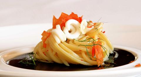 SuperSpaghettone alle seppie e finocchietto, di Domenica Vagnarelli (foto Ivano Di Benedetto)