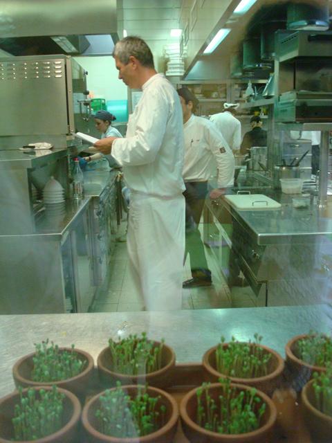 © Pietro Leemann nella cucina del suo ristorante Joia