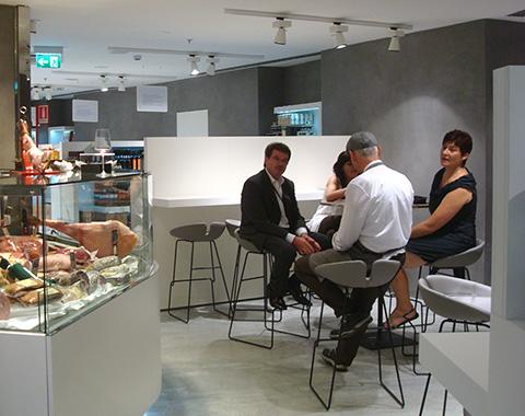 © Eat's - i tavolini di fronte alla Salumeria