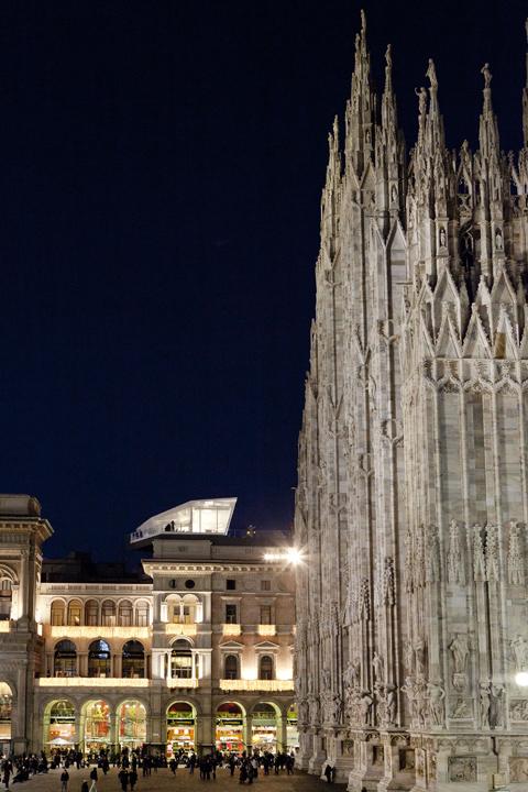 The Cube appollaiato sulla Galleria Vittorio Emanuele a Milano (foto Electrolux)