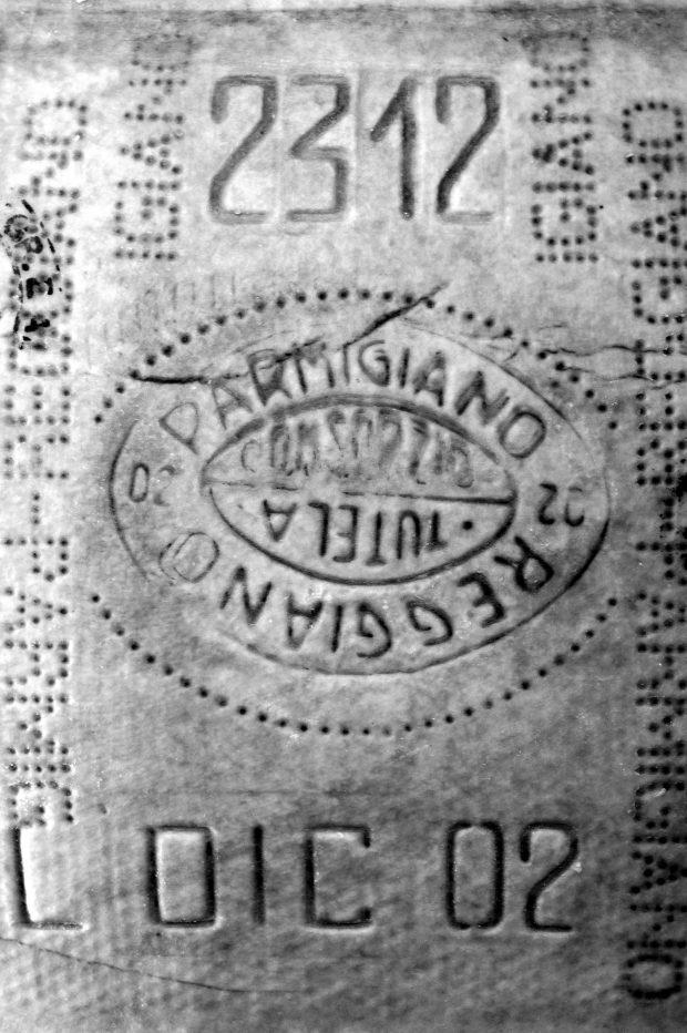 lo scalzo di una forma di parmigiano-reggiano del Caseificio Gennari del 2002