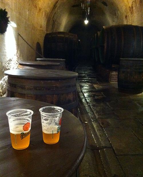 © Nelle cantine di Pilsner Urquell a Pilsen si degusta la birra cruda appena spillata dalla botte
