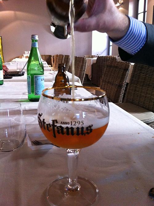 © come si versa la birra St. Stefanus