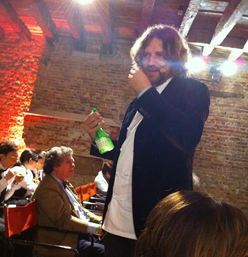 © Gusto in Scena 2013 - lo chef Riccardo De Prà spruzza in sala i profumi del bosco raccontando il suo Crudo di cervo