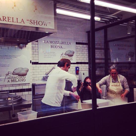 Eataly Smeraldo, la mozzarella (©Sandra Longinotti)