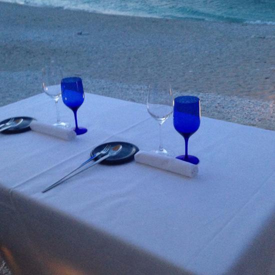 uno dei tavoli fronte mare, Il Clandestino | ©Strutturafine