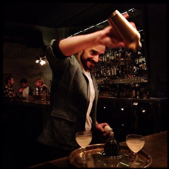 il bartender Guglielmo Miriello, direttore del Dry, Cocktails & Pizza | ©Strutturafine