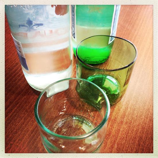 Caffetteria Torinese, upcycling: recupero dei fondi di bottiglia come ciotoline del gelato | ©Sandra Longinotti