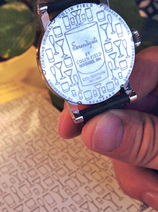 il retro della cassa dell'orologio di Colin Field con l'incisione del suo famoso cocktail Serendipiti | ©Sandra Longinotti