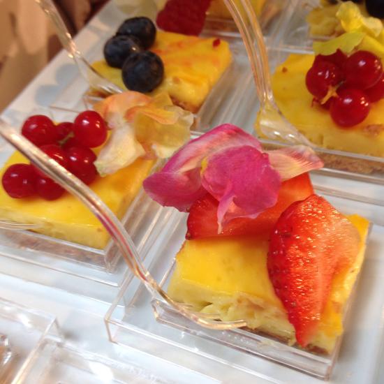 la crostata di crema al limone con frutti di bosco e bocche di leone dello chef Marco Rossi   ©Sandra Longinotti