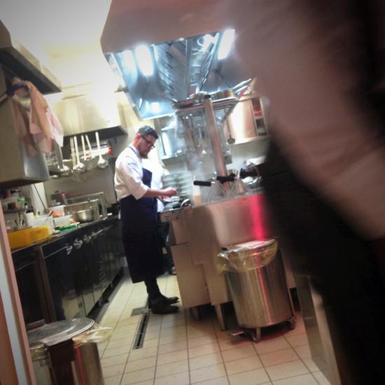 Eugenio Boer in cucina, ristorante Essenza   ©Strutturafine