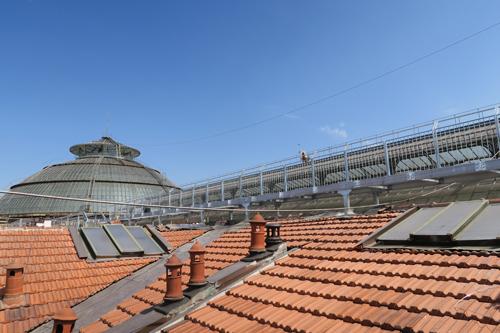 La passerella dei camminamenti sui tetti della Galleria Vittorio Emanuele II a Milano   ©Sandra Longinotti