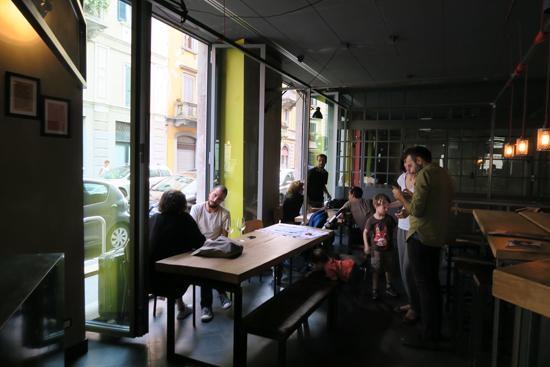 Anche Bar con le vetrate apribili | ©Sandra Longinotti
