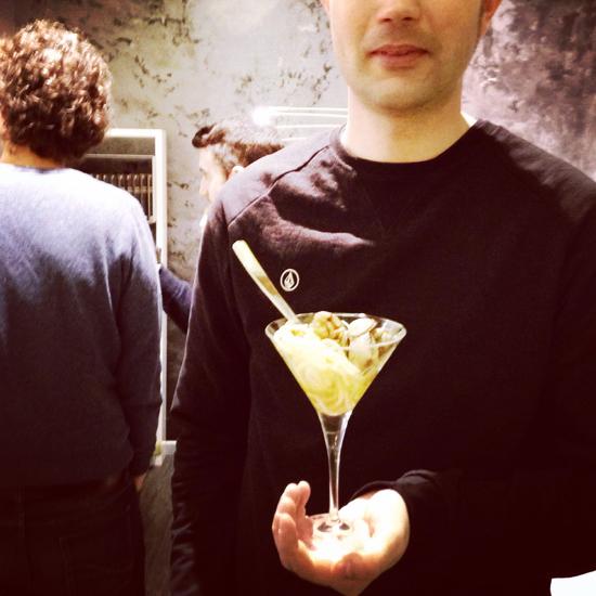 mettere in un bicchiere gli spaghetti alle vongole non è una buona idea | ©Sandra Longinotti.