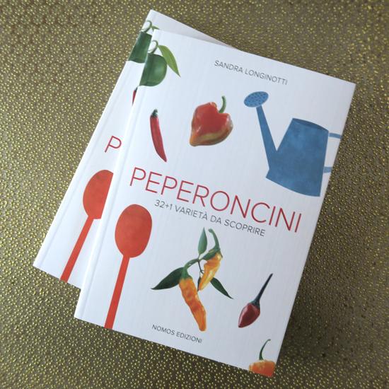 il mio libro di ricette e botanica sul peperoncino: Peperoncini 32+1 varietà da scoprire di Sandra Longinotti, foto di Marino Visigalli, Nomos Edizioni | ©foto Strutturafine