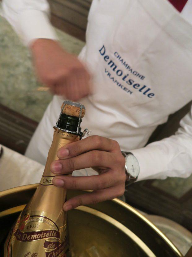 L'aperitivo con lo champagne Demoiselle de Vranken Brut E.O. al Grands Chefs Experience | ©foto Sandra Longinotti