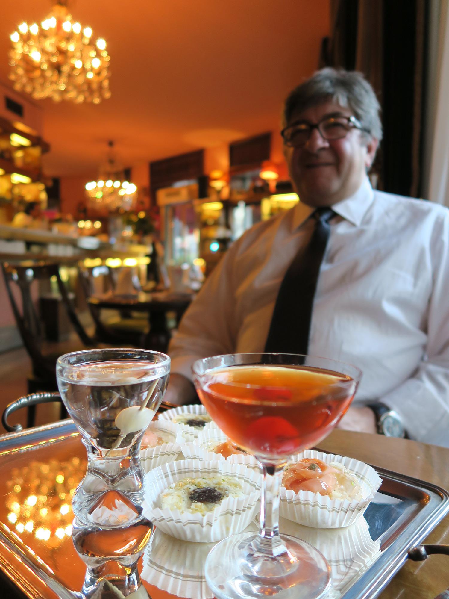 Gibson, Manhattan e tartine di Peck - aperitivo al Bar Basso con Maurizio Stocchetto | ©foto Sandra Longinotti