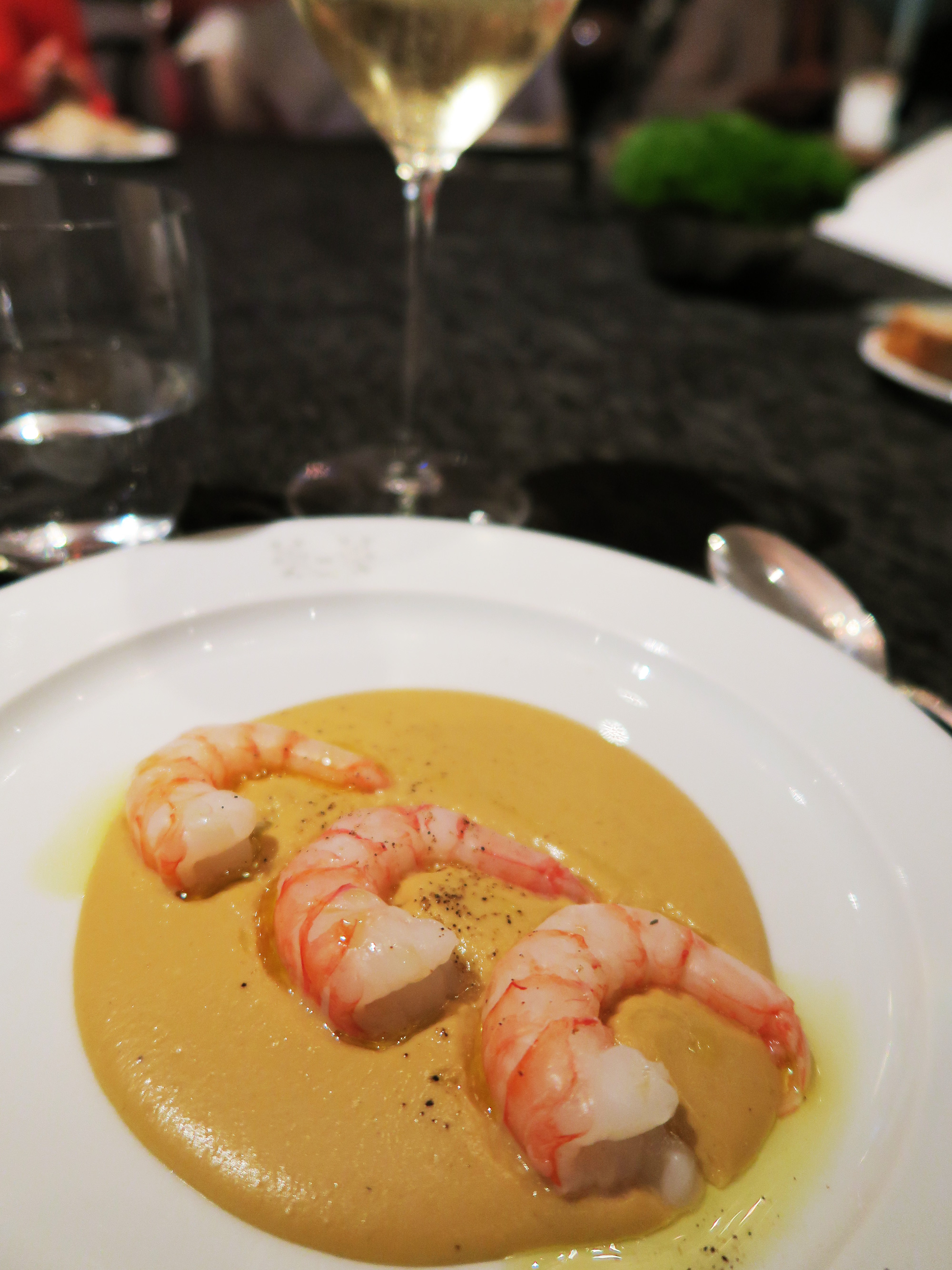 Gamberi e nocciola - chef Matteo Baronetto | ©foto Sandra Longinotti