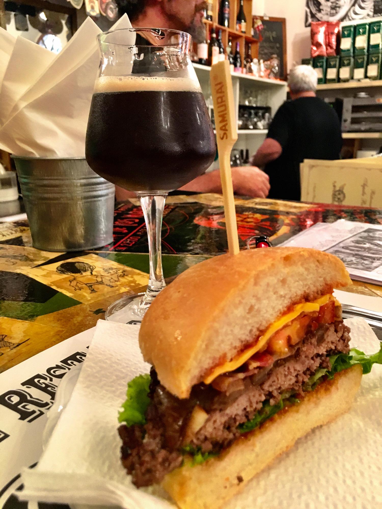 Beerburger e stout artigianale al 19.28 | ©foto Paolo Lottero
