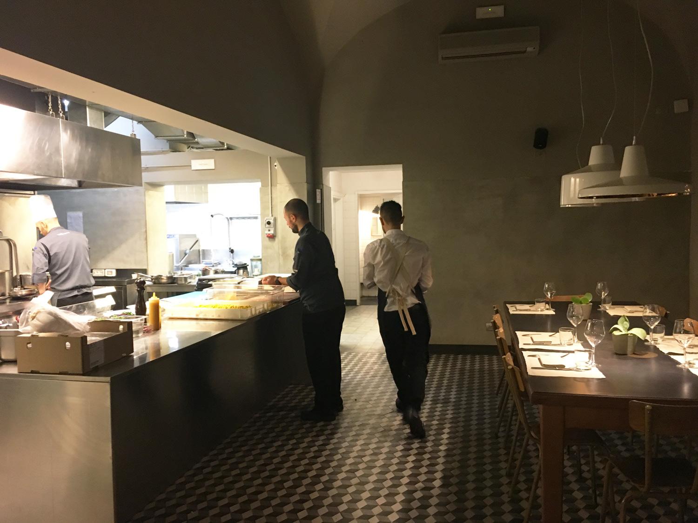 la Cucina de La Ménagère col Tavolo dello Chef | ©foto Sandra Longinotti