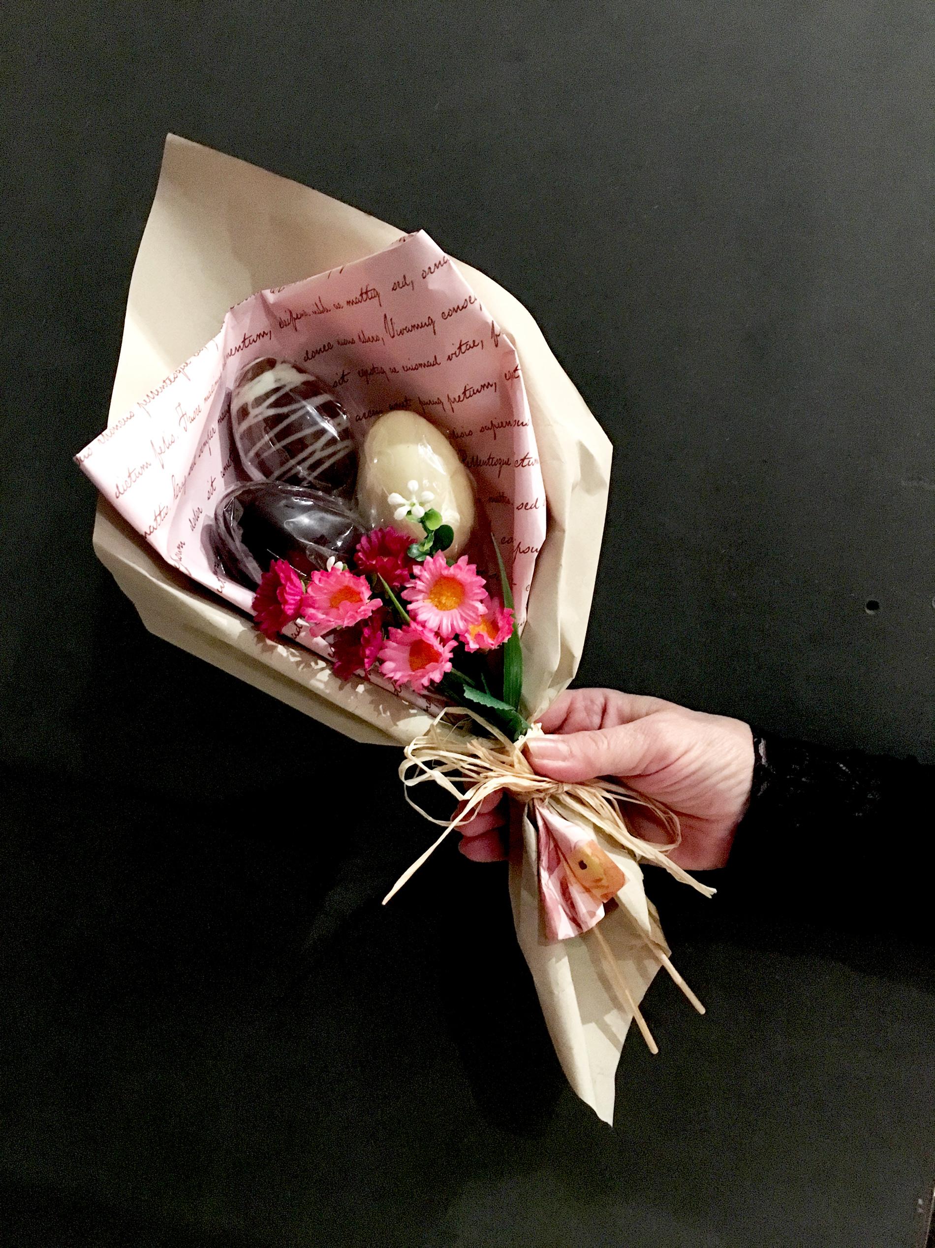 Il bouquet di uova di cioccolato con sorpresa proposto da TortaPistocchi per Pasqua | ©Sandra Longinotti
