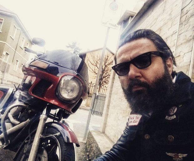 Pasquale Bizzarri con la sua Harley Davidson FXRT 1340 dell'89