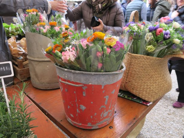 un banchetto di fiori a Ortobello 2016   ©foto Sandra Longinotti