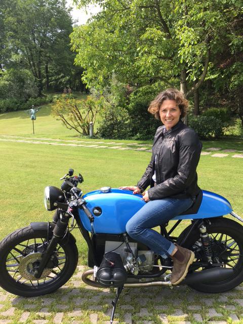 Francesca Moretti sulla sua Special Café Racer
