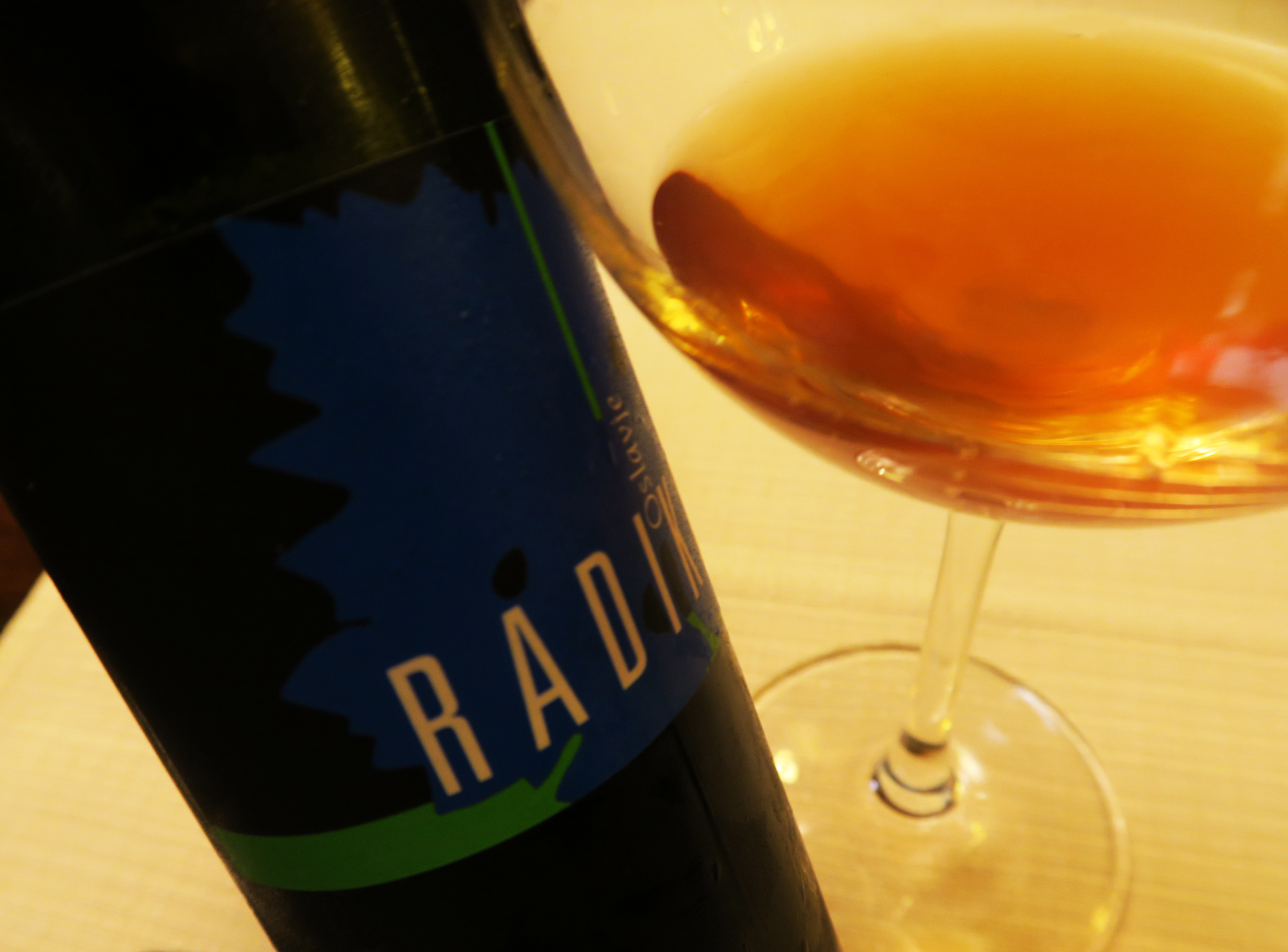 "Oslavje 2006 di Radikon, 40% Chardonnay, 30% Sauvignon, 30% Pinot Grigio, Triple ""A"" | ©foto Sandra Longinotti"