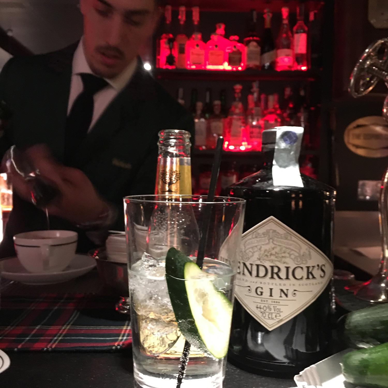 1 Cetriolo x 1 Gin Tonic: il Cucumber Currency Exchange di Hendrick's Gin è anche al The Doping Club di Milano | ©foto Sandra Longinotti