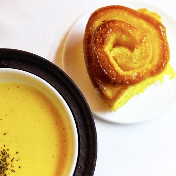 la Torta di Rose servita con lo zabaione per dessert al ristorante LeoneFelice a L'Albereta | ©foto Sandra Longinotti