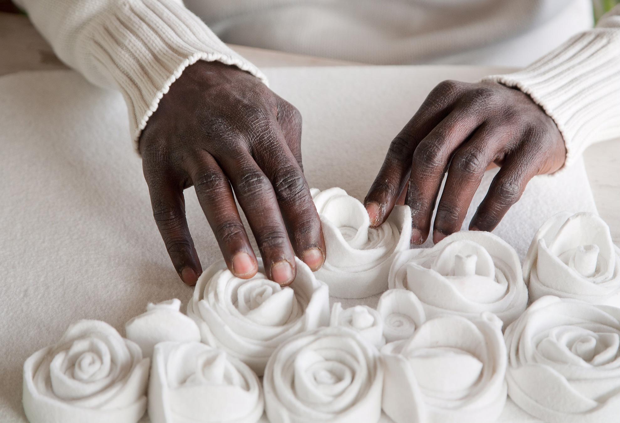 le Rose in feltro di 13Ricrea realizzate con materiale di recupero