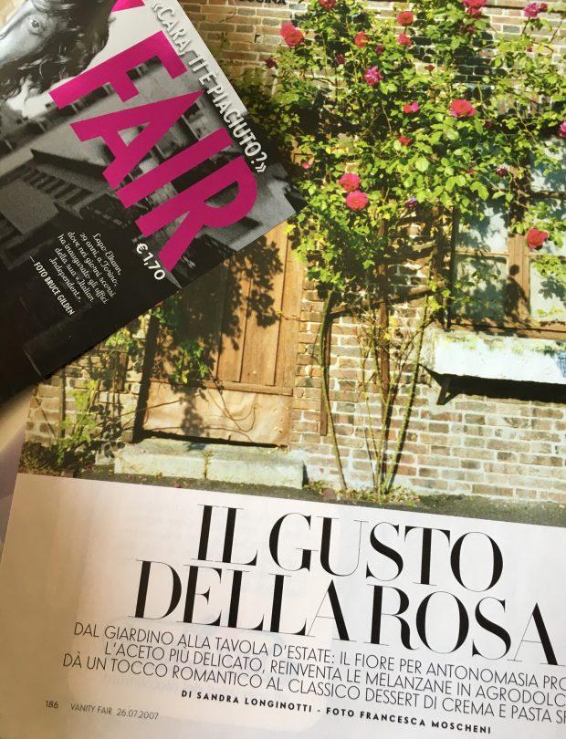 """""""Il gusto della Rosa"""" il mio servizio di cucina con le rose pubblicato su Vanity Fair del 26.7.2007"""