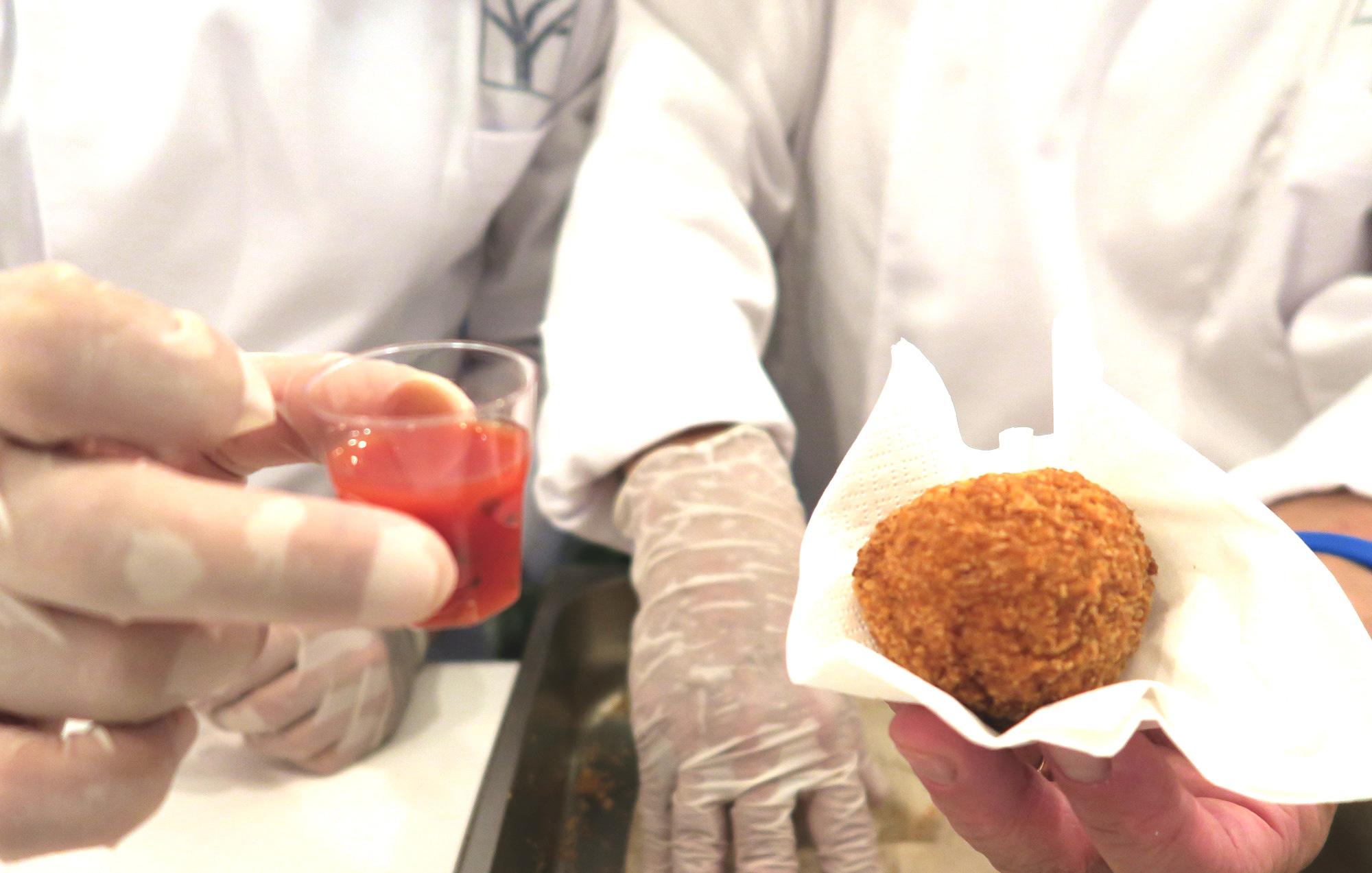 L'Arancina di cous cous e Bloody Mary dello chef Giuseppe Costa   ©foto Sandra Longinotti
