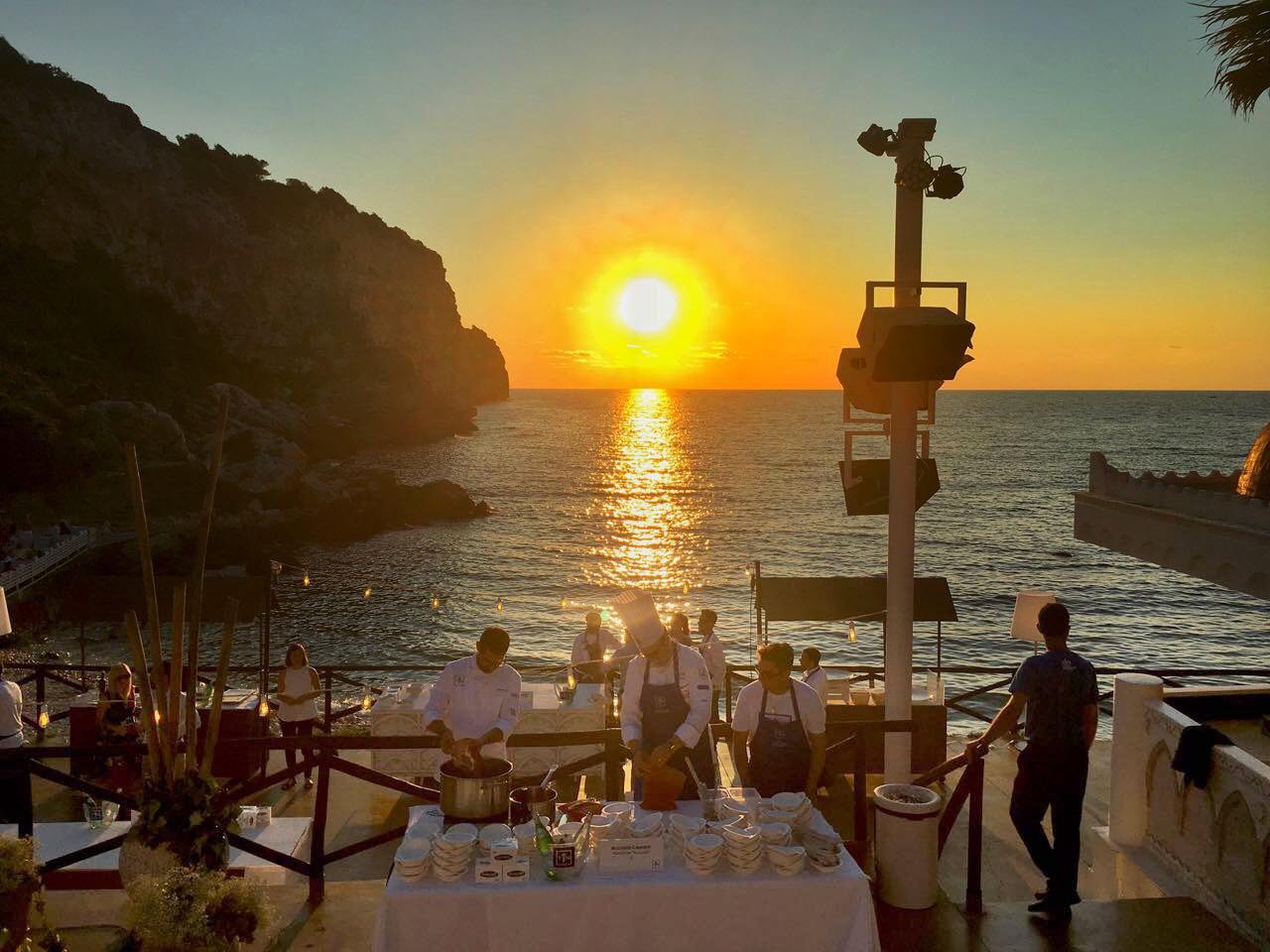 la serata di gala di TEN al Sea Club di Terrasini: il tramonto è ancor più eccezionale assaggiando le ricette estive degli chef stellati   ©foto Sandra Longinotti