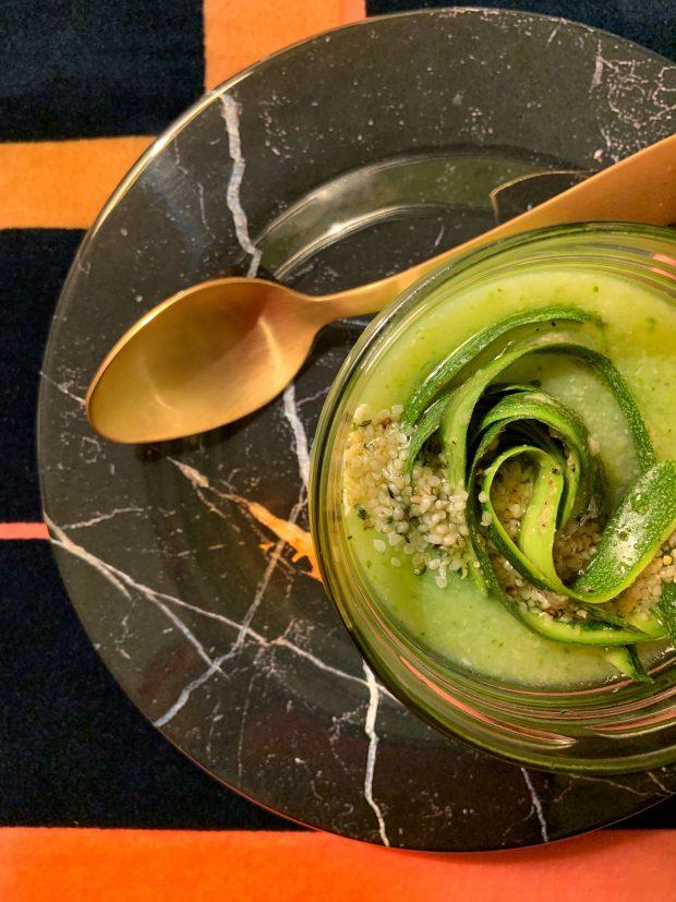 Crema di zucchine con semi di canapa - MONDAY SOUP #11 | ©foto Sandra Longinotti