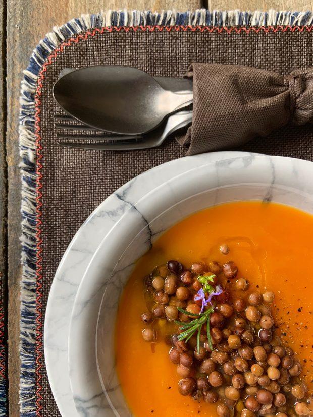 Crema di Zucca e roveja, un legume antico | ©foto Sandra Longinotti
