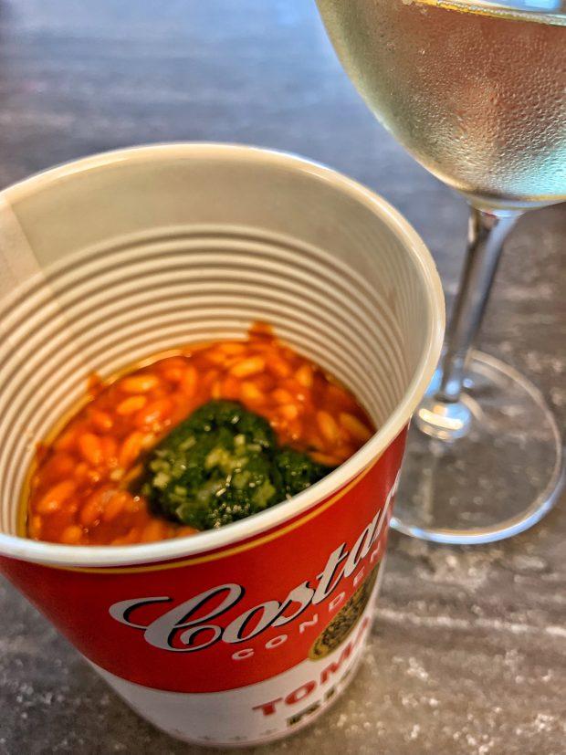 Tomato Rice, il Risotto al Pomodoro dei Costardi Bros nella lattina pop, col cucchiaio Gio Ponti di Sambonet    ©foto Sandra Longinotti