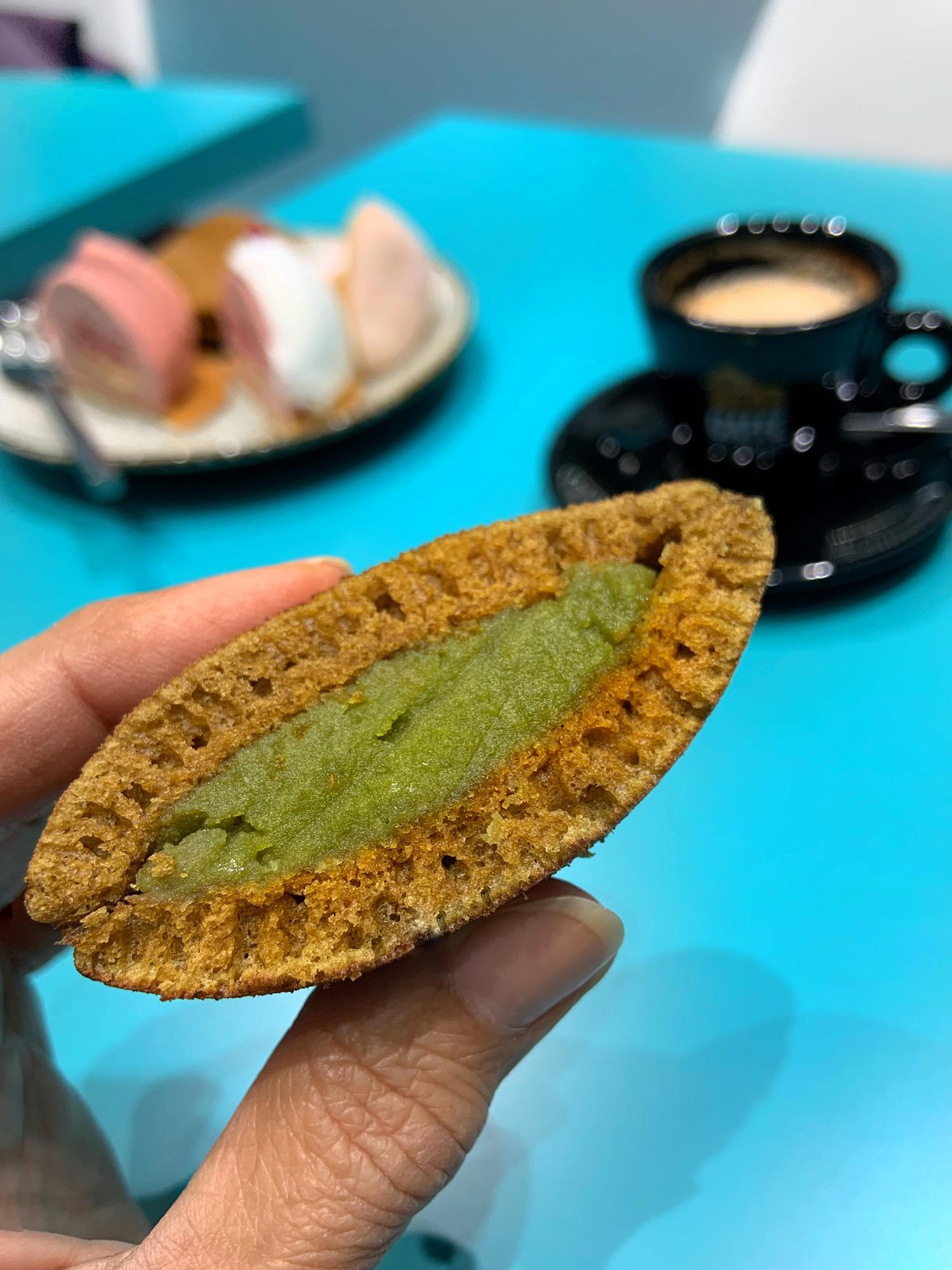 Dorayaki Matcha al tè verde, agrumi e fagioli bianchi, della pasticceria giapponese Hiromi Cake di Milano | ©foto Sandra Longinotti