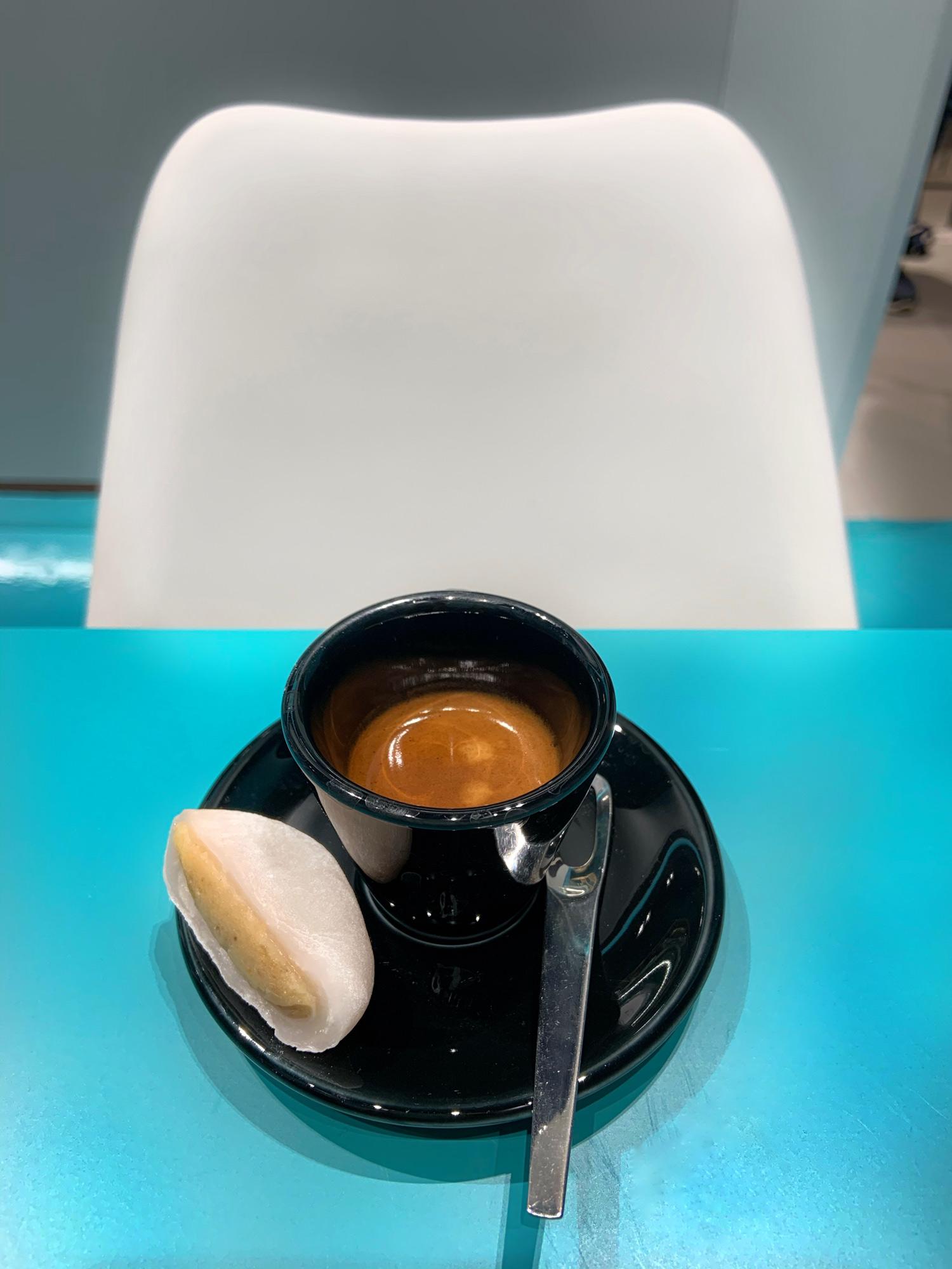 Mochi Daifuku al miso e caffè, nella pasticceria giapponese Hiromi Cake di Milano | ©foto Sandra Longinotti