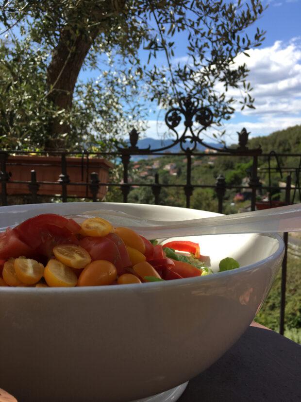 Insalata con pomodori gialli e rossi  | ©foto Sandra Longinotti