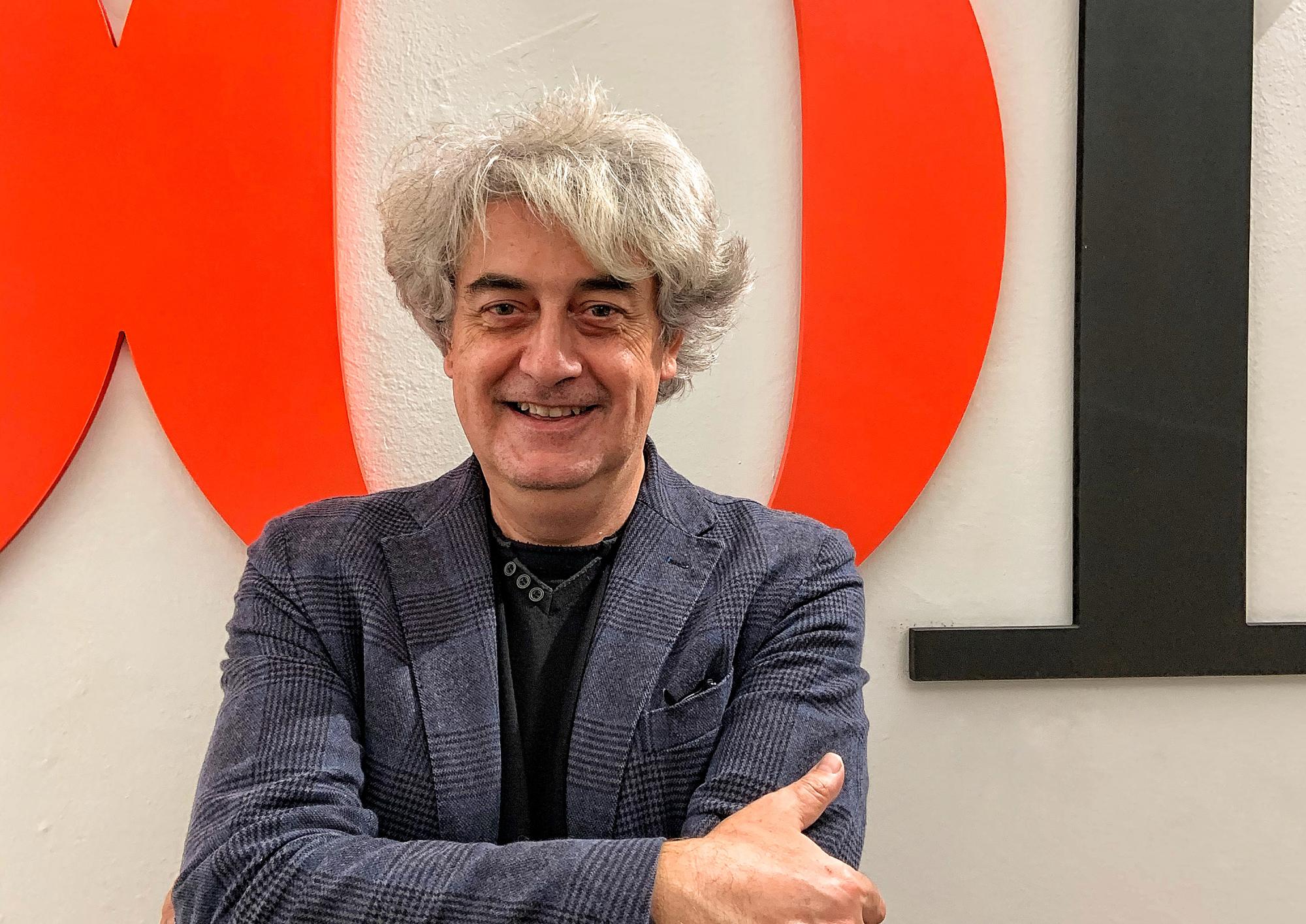 Luigi Caricato nella redazione di Olio Officina | ©foto Sandra Longinotti